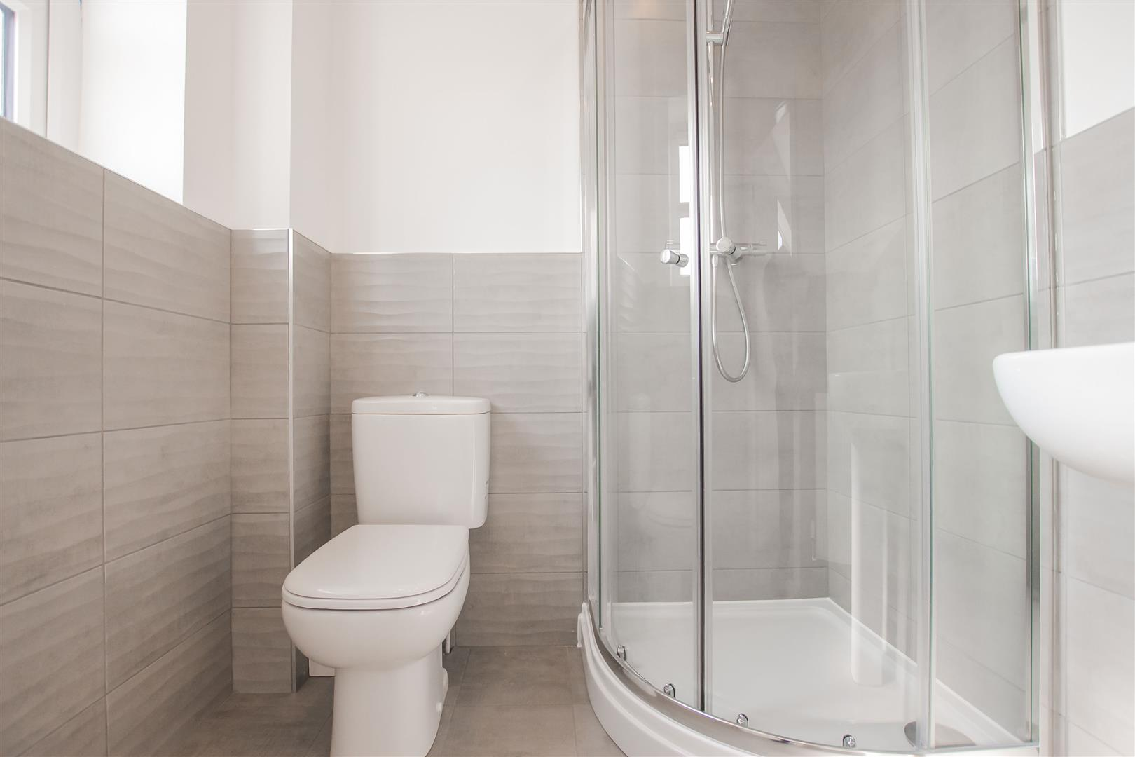 4 Bedroom Detached House For Sale - Show Home En Suite (3).jpg
